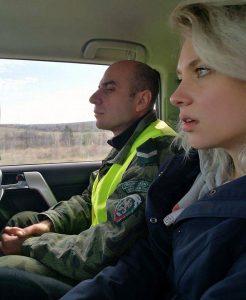 Olivia Kortas im Wagen der bulgarischen Grenzpolizei, Foto: Kasper Goethals