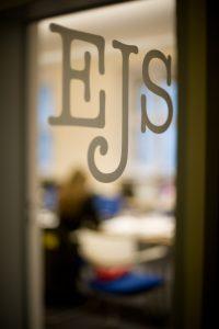 Seit 1995 bildet die EJS erfolgreich Journalisten und Journalistinnen aus.