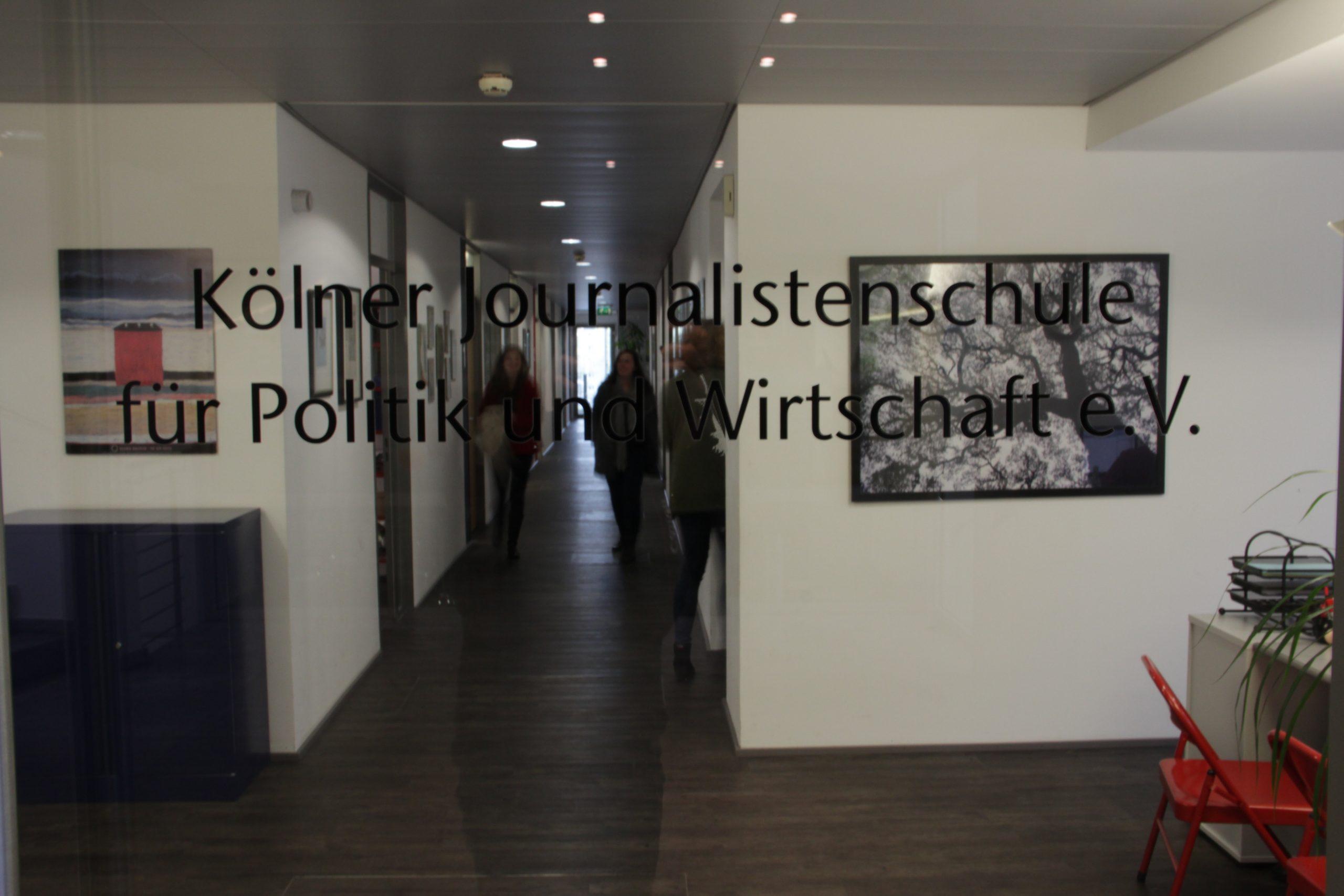 Die Kölner Journalistenschule für Politik und Wirtschaft bildet seit 1968 Journalist*innen aus.